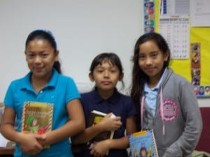 LTES_PHOTO_3girls_withBooks_byDanielPerez