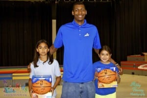 Eric_FAVE_with_Raffle_winners_basketballs_signed_rIMG_0192