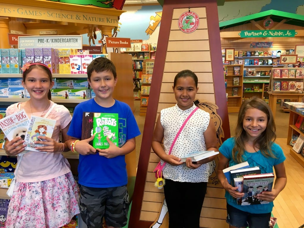 LOE BN LOE BN 3 Girls 1 Boy with books